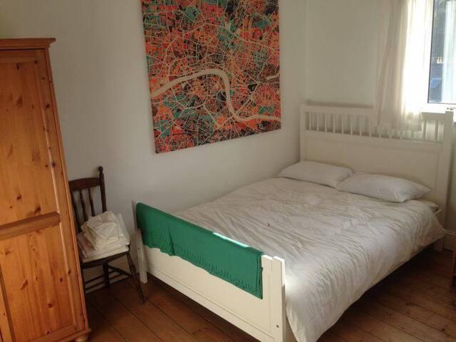 Quiet Malin Bridge double room - Sheffield - House