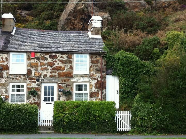 Pwllheli Marina Welsh Cottage by Plas Heli & Sea