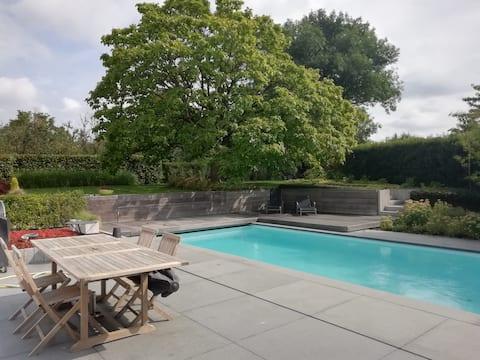 2perskamer in huis met tuin verwarmd buitenzwembad