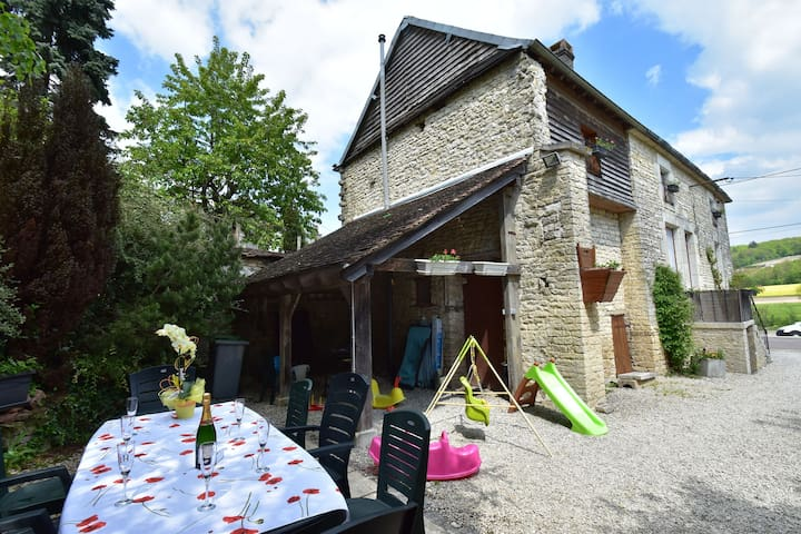 Extremely high standard gîte in lovely wine producing village.