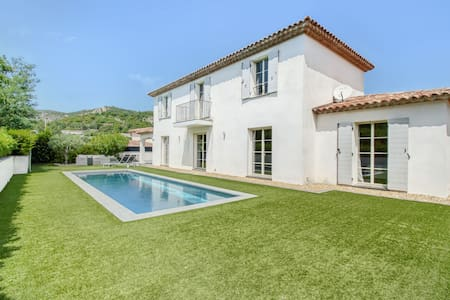 Cozy Villa in Le Plan-de-la-tour with Private Swimming Pool