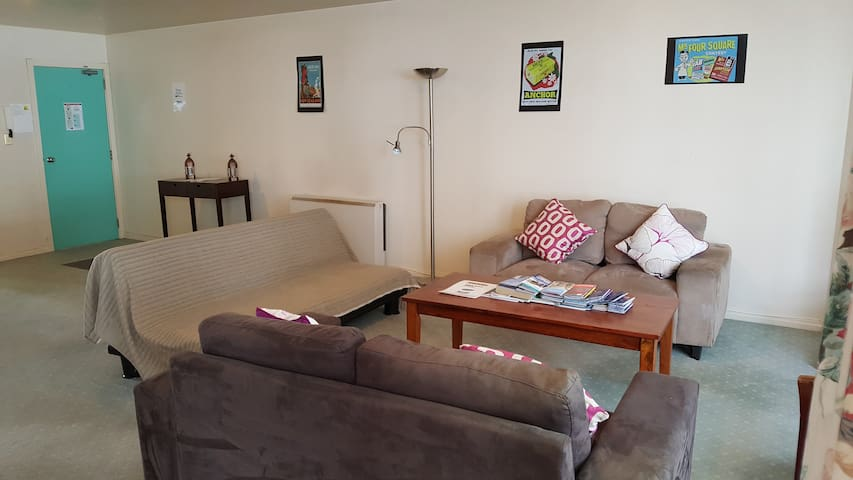 Central City 2 bedroom apartment with free parking