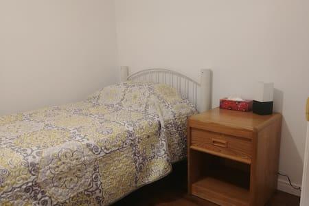 Maison Fleurie. #3 lit simple pour 1 personne