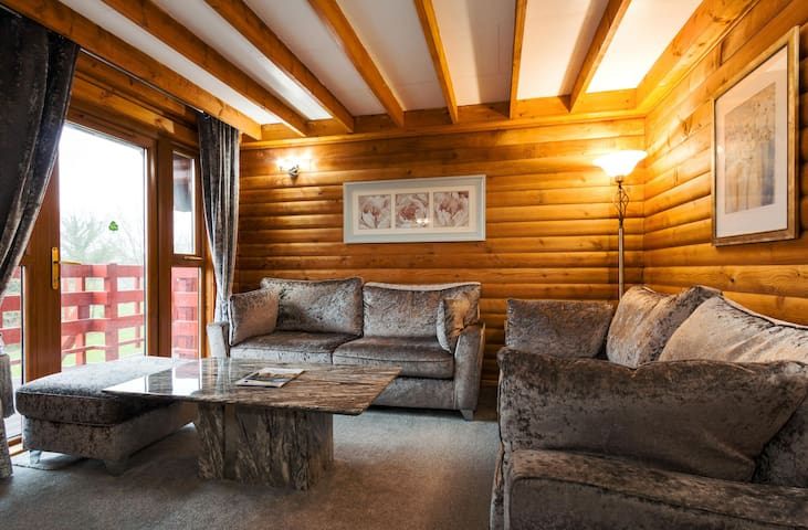 58 - Squirrel's Chase, Barend Holiday Lodges,with free swimming, sauna and golf
