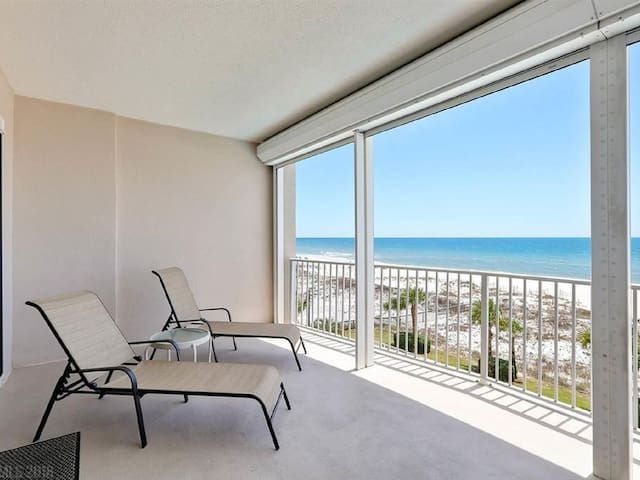 Beachfront 2 bd/2.5 ba with Large Balcony Overlooking The Gulf of Mexico