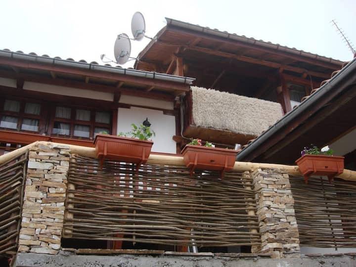 Шарковата Къща