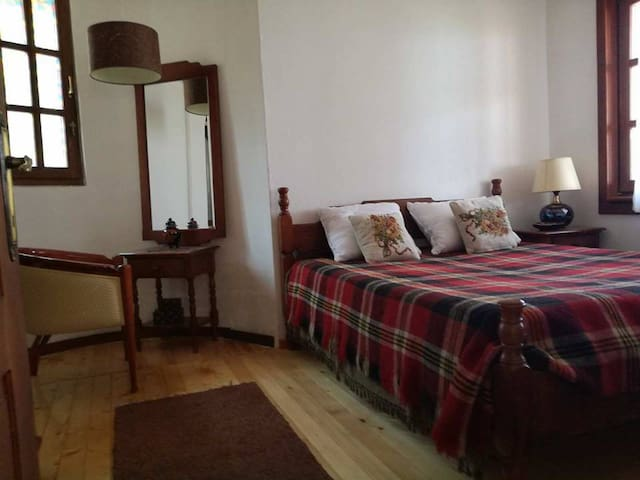 Villa Lenchevski Room 3
