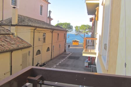 Boutique Apartment with Lake View - 托里德爾貝納科(Torri del Benaco)