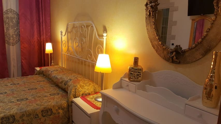 *ROYAL ROOM* B&B Perla di Corso Savoia