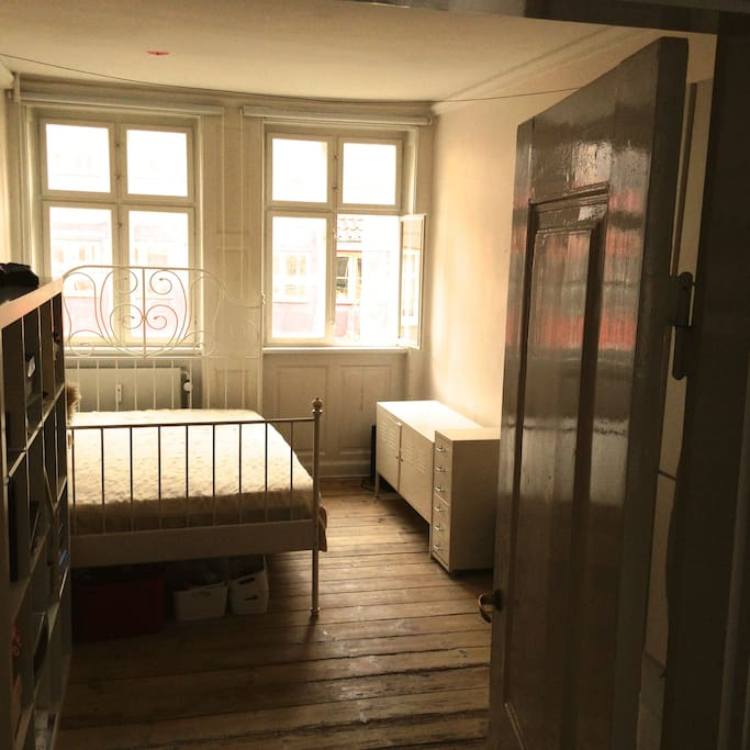 room in christianshavn the heart of copenhagen bed and breakfasts for rent in copenhagen denmark. Black Bedroom Furniture Sets. Home Design Ideas