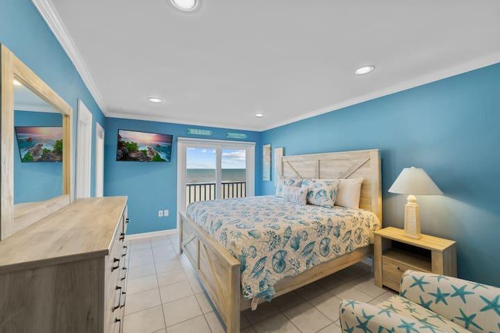 MASTER BEDROOM WITH OCEAN FRONT BALCONY