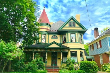 1890's Gorgeous Victorian Mansion in Downtown.