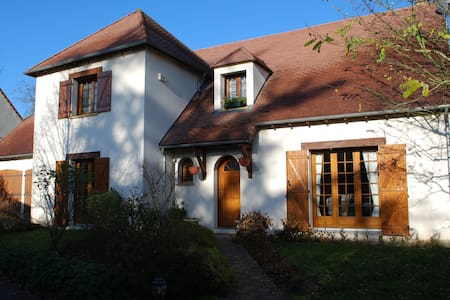 House with warmed swimming pool - Saint-Fargeau-Ponthierry