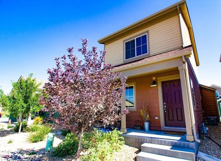 Modern 2 Bedroom, 1.5 Bath Townhome With Garage