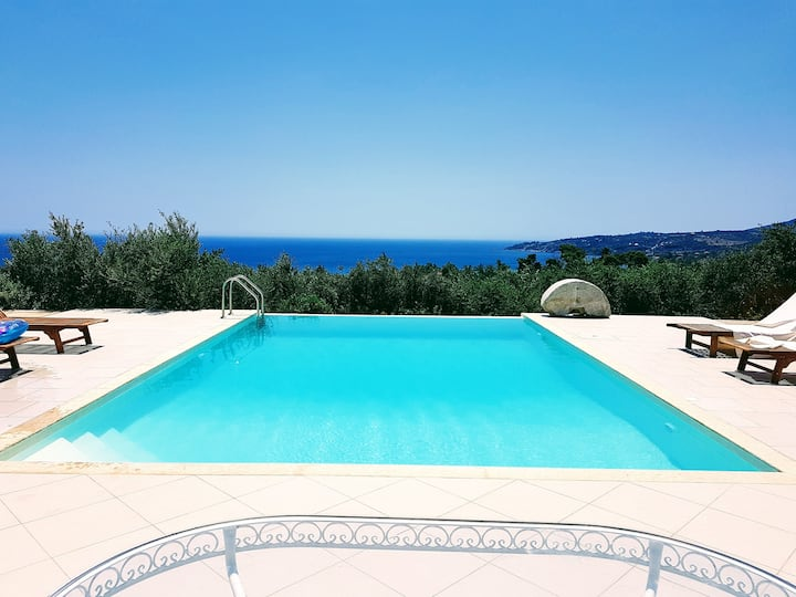 """ONIROZO""  KORONI PRIVATE LUXURIOUS VILLA"
