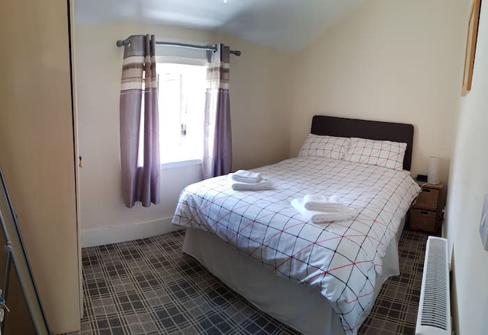 Comfortable Shared City Centre Cottage.  Room 2