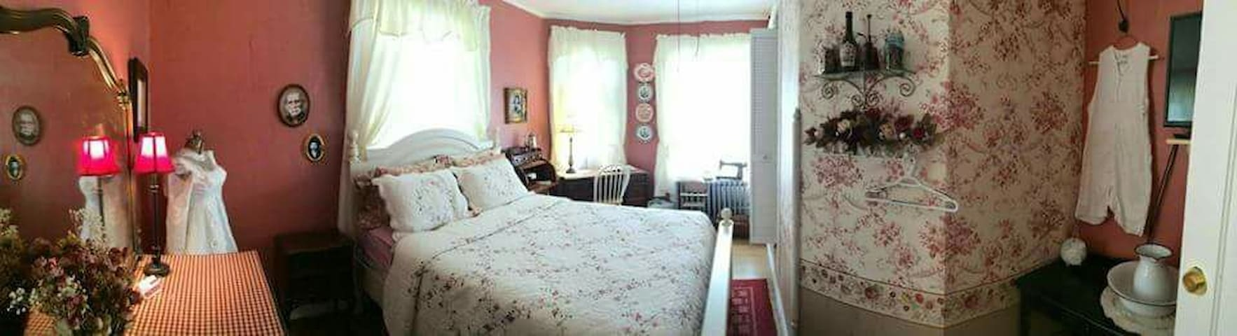 Roseanna McCoy room - Williamson - Bed & Breakfast