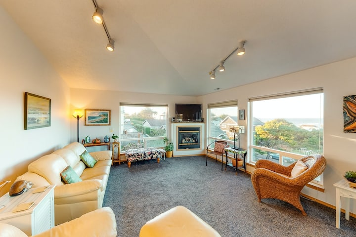 Comfy beach home with ocean views, free WiFi, private washer/dryer, and deck!