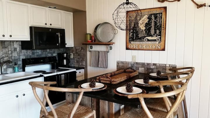 WOODED Deschutes River Condo @ Mt. Bachelor Resort