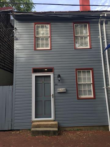 Best Annapolis Location w/ Parking! - Annapolis - Dom
