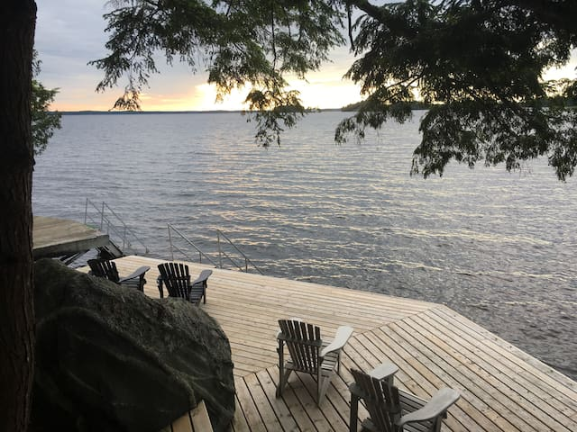 Muskoka Resort Chalet -Lake, Beach, Pools, Dining