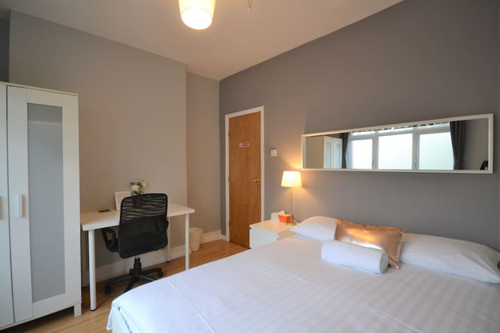 CS4 Private Double Room Central London