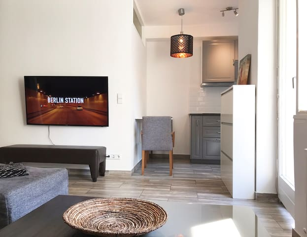 Designer Central apartment with terrace & parking