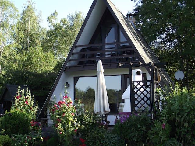 Ferienhaus auf Wassergrundstück (1300qm) mit Kamin