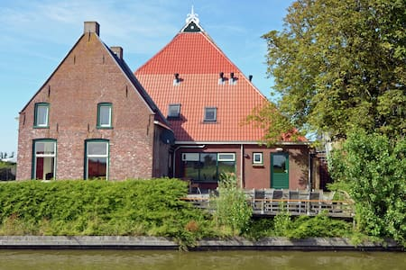 The Blikvaart, stunning views with whirlpool, infrared cabin and solarium