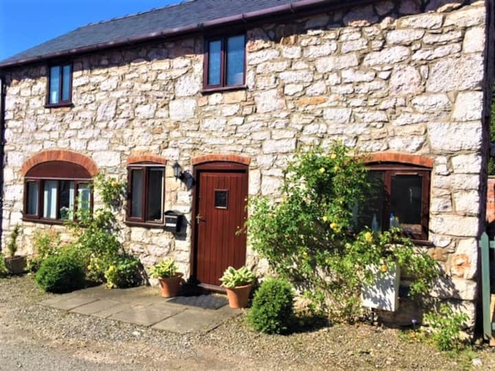 Dog-friendly cosy stone cottage - quiet & relaxing