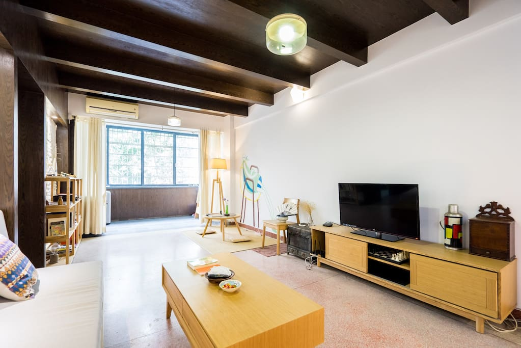 宽敞舒适的客厅/the comfy living room