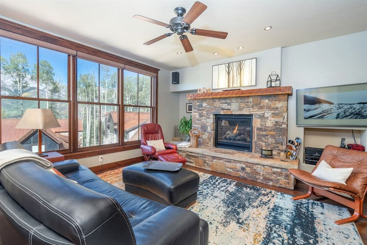 Enjoy this Ski-in Ski-out Condo with a Beautiful Kitchen, Wonderful Outdoor Space and Incredible Mountain Views