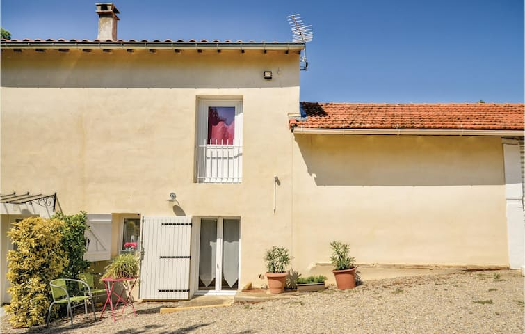 Holiday apartment with 1 room on 30m² in Rasteau