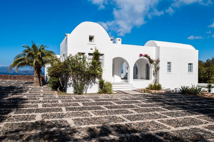 7 Bedrooms Villa | Private Pool & Caldera View