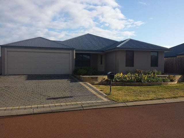 Spacious house in quiet area - Australind