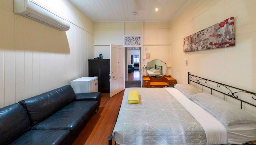 Cosy for 4 // Cairns Central
