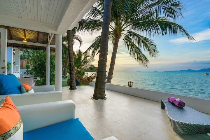 1 BR Beachfront Villa - Walk To Shops/Restaurants