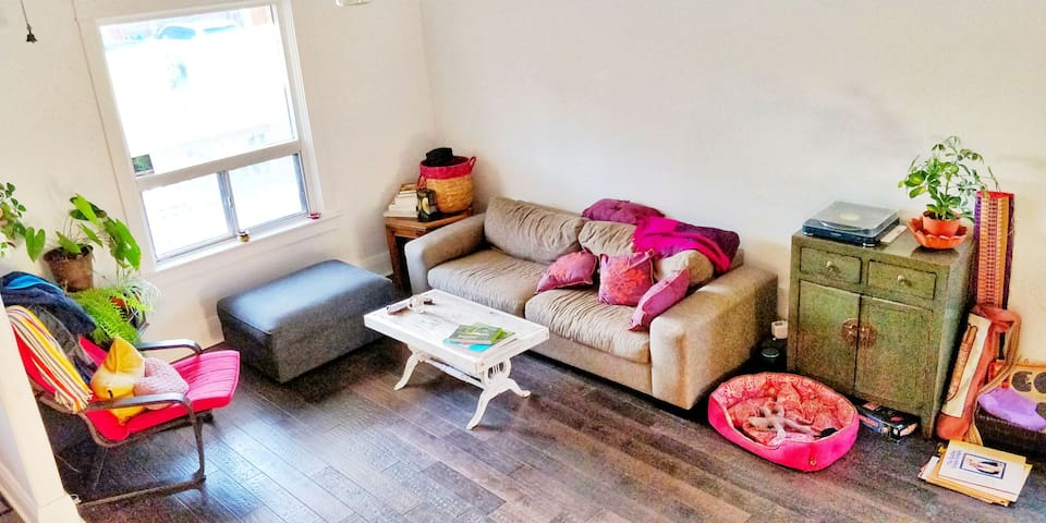 Upper Beaches Hidden Gem+Meditation Rm(Queen Bed)