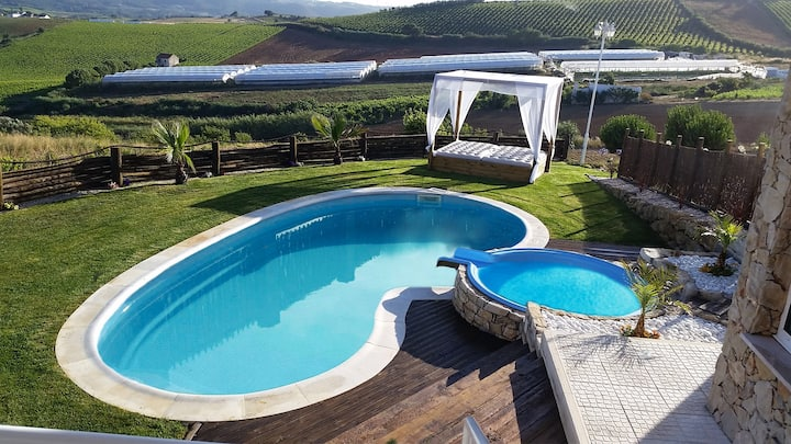 Great villa near Ericeira swimming pool, jacuzzi