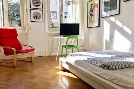 Zimmer, 14qm in Altbauwohnung, Heusteigviertel