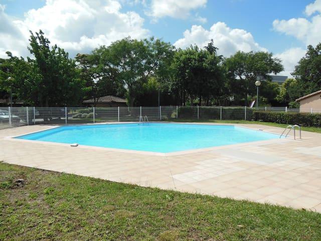 Studio avec jardin privatif et piscine