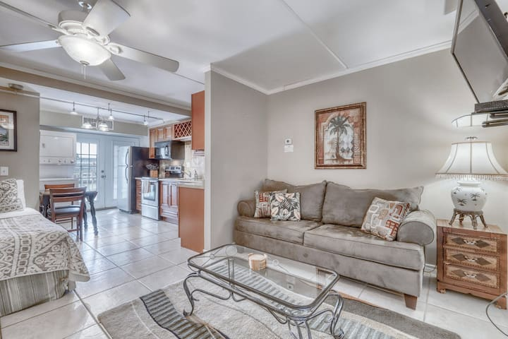 Dog-friendly studio with shared pools, grilling, and picnic areas