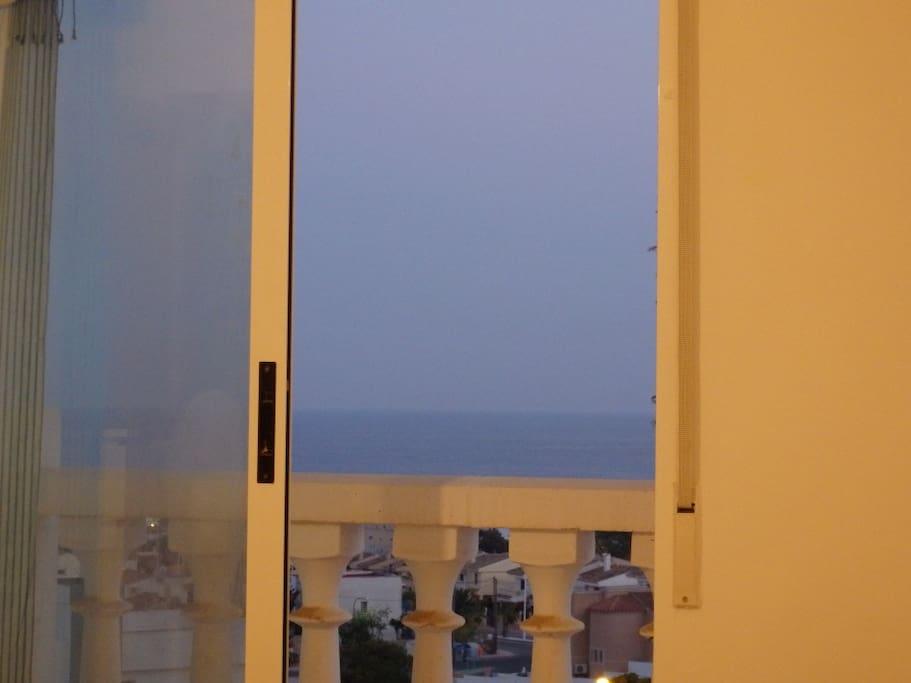 Vista del mar desde la ventana