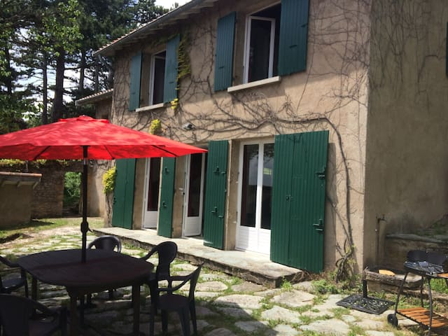 Family house in a unique setting near Lyon