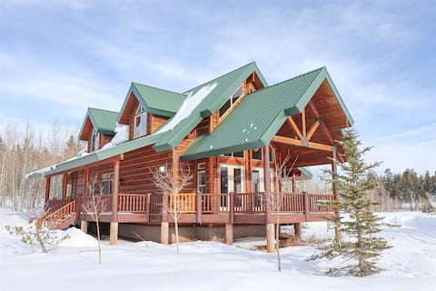 Beautiful cabin centrally located to the National Parks - 3  bedroom / 2 bath sleeps up to 14 people
