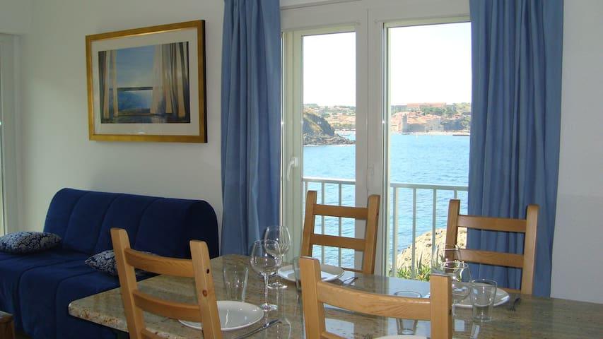 La vue sur la mer et le clocher depuis la salle à manger