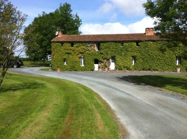 Grange proche du Puy du Fou