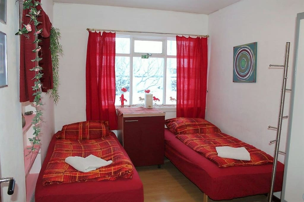 Cozy twin room with breakfast chambres d 39 h tes louer for Chambre 13 bd