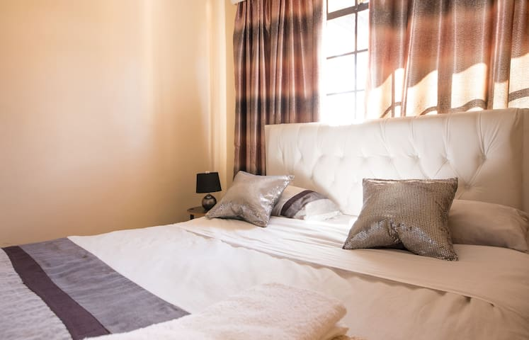Cozy private room - Nairobi - Huoneisto