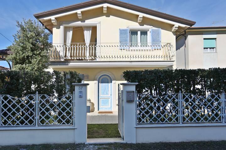 Intera casa a due passi dal mare